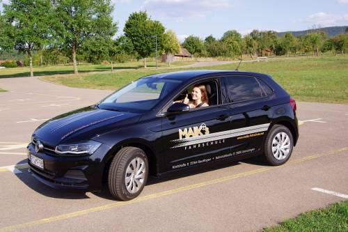 maiks fahrschule in reutlingen und gomaringen fährt VW Polo